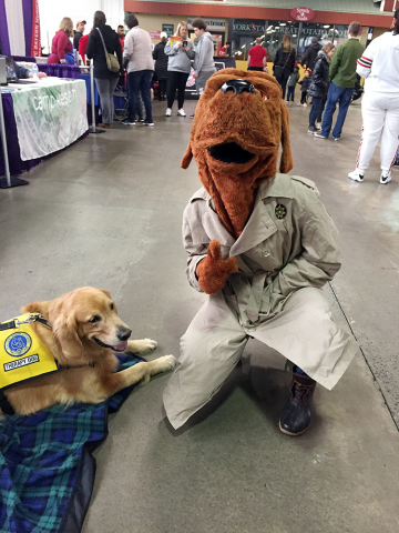 Pet-Therapy-Syracuse-Kids_Expo_Cody with Gruff McGruff